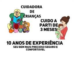 Cuidadora de crianças experiente