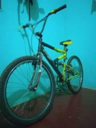 Vendo essa bike por 400$ ou troco por uma menor.