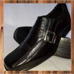 Sapatos de couro legítimo