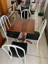 Título do anúncio: Mesa de Madeira Pura Compacta com 4 Cadeiras de Ferro