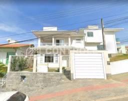 (E.Z) Linda Casa Sobrado com 03 dormitórios, suíte e 04 vagas em Forquilhas