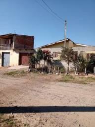 Troca uma casa e um pequeno sobrado por casa na região do bairro alto.
