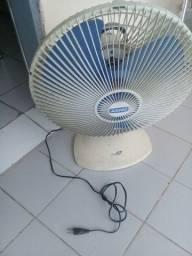 Vemdo ventilador  de 40 cm girando  bem