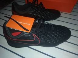 Chuteira society Nike tiempo nova número 41