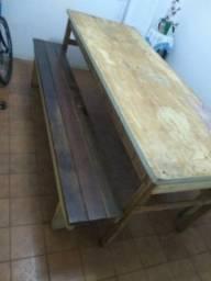 Jogo de mesa e banco de madeira
