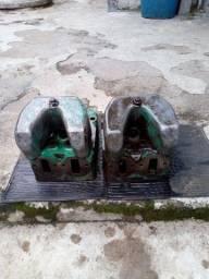 2 cabeçotes scania 142 com as tampas de válvulas