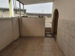 Casa Centro de São Gonçalo 2 Quartos 2 Banheiros Varanda Quintal Perto da Praça do Rodo