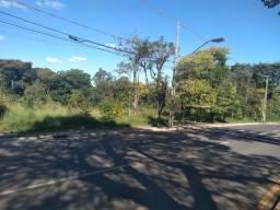 Terreno com ampla frente para a Avenida Visconde de Mauá