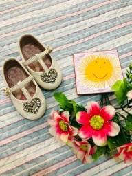 Roupas e sapatos infantil