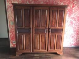 Guarda-roupa de madeira (antigo)