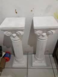Duas pilastra de gesso