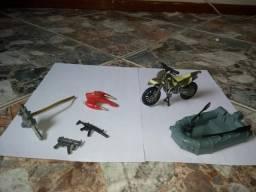 Conjunto de brinquedos de guerra