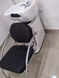 Lavatório Para Salão de Cabeleireiro com cuba em louça e cadeira estofada