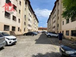 Apartamento com 3 dormitórios à venda, 67 m² por R$ 150.000 - Montese - Fortaleza/CE
