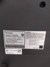 Smart TV Panasonic - TC-40DS600B (Display quebrado, resto todo 100% funcionando)