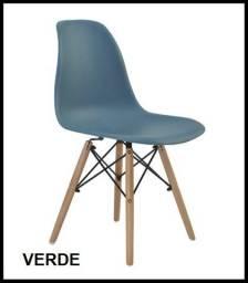 Cadeira com pes em madeira