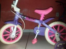Vende-se essa bike infantil femenina 120 reias
