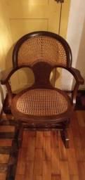 Cadeira de balanço antiga