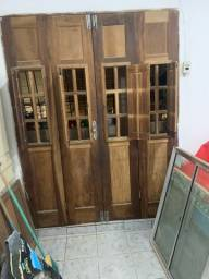 Vende-se conjunto de portas e janela de madeira
