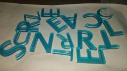 Placa em acrílico com letras em relevo -  logo em acrílico - logo em mdf