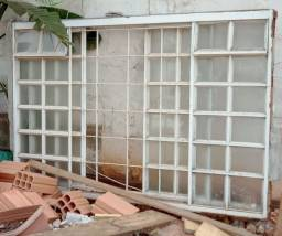 Vitro de ferro gradeado com vidros
