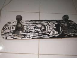 Skate simples. Bem conservado. Pouco tempo de uso.