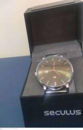 Vendo relógio marca séculos e outros