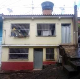 Casa duplex  2 moradias de 2 quartos.