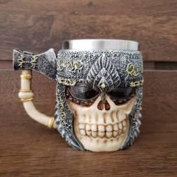 Caneca Caveira Viking Rock Cerveja Bar Pub Resina 3D Machado Metal Guerreiro