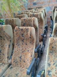 Vende-se poltronas e cortinas para ônibus