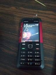 Telefone Nokia com carregador
