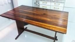 Mesa de madeira de acácia