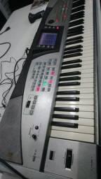 Teclado Roland E60