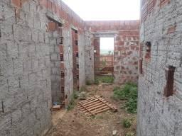 Terreno com área construída