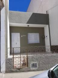 Alugo casa na Av. São Sebastião