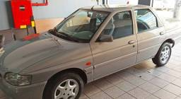 "Escort sedan GLX 1.8 16V Zetec ""Raridade"""