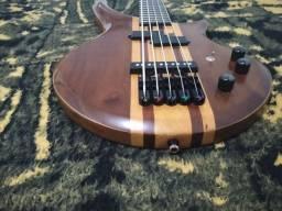 Baixo do luthier Wagner brito