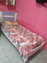 Excelente cama semi nova 550 com colchão e tudo
