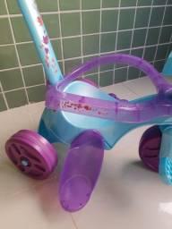 Triciclo bandeirantes menina