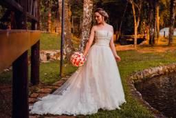 Vestido de Noiva em Renda e Pedras Importado USA