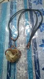 Colar com concha e arame de cobre