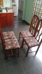 Vendo 4 cadeiras de madeira maciça