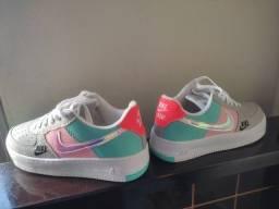 Tênis Nike holográfico