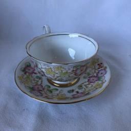 Xícara de Porcelana com Pires Royal Starfford - Flores