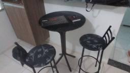 Mesa com 2 cadeiras 300,00