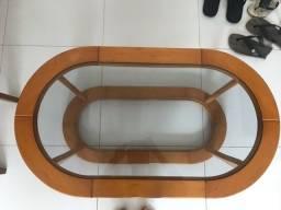 Mesa de centro de madeira com vidro. Semi-novo