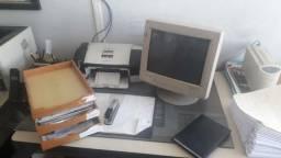 Móveis para escritório em ótimo estado