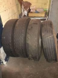 São 3 roda 8 furo com pneu roda bastante