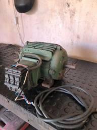 Motor trifásico 2cv 220v