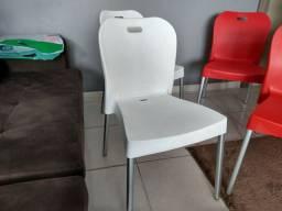 Cadeiras com os pés de aluminio